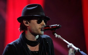 Picture hat, glasses, concert, microphone, 30 seconds to mars, Jared Leto, jared leto