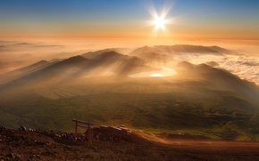 Picture the sun, rays, fog, people, morning