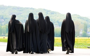 Picture of nun, black clothes, group