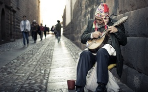 Picture the city, street, musician