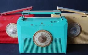 Picture BULOVA, USA 1956, Plastic Portable Tube Radios