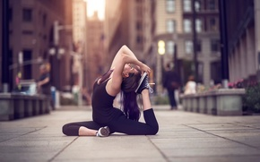 Picture girl, the city, street, dance, yoga, Olivia, Natural Light
