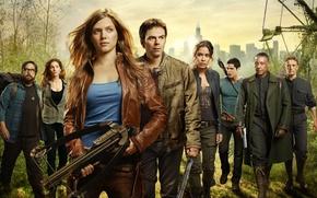 Picture serie tv, city, army, girl, sword, militia, evil, machete, gun, weapon, pistol, arrow, big wheel, ...