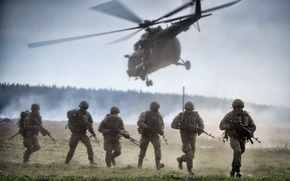 Picture soldiers, helicopter, landing