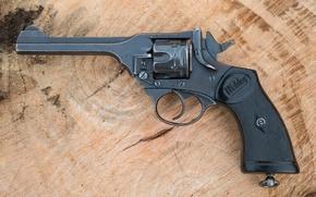 Picture trunk, 1941, Revolver, 1940, Webley, Mark IV