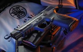 Picture gun, holster, clips, Smith & Wesson, semi-automatic, M&P