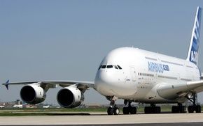 Picture the plane, giant, airbus, A380