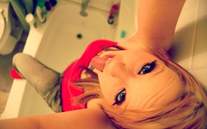Picture language, eyes, girl, macro, joy, bathroom, fun, enthusiasm