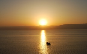Picture the sun, lake, boat, morning