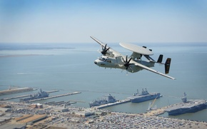 Picture NORFOLK, USS Theodore Roosevelt, An E-2D Hawkeye