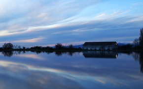 Picture the sky, lake, house
