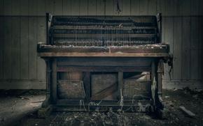 Picture room, piano, stuff