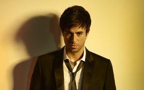 Picture look, tie, actor, shirt, singer, Enrique Iglesias, Enrique Iglesias, the contractor, unshaven, pindzhak, Enrique Miguel …