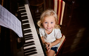 Picture notes, girl, piano