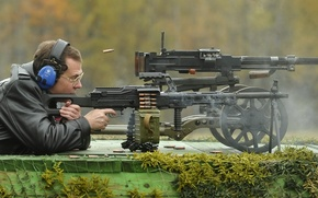 Picture green, weapons, network, smoke, people, color, frame, shot, headphones, glasses, tape, old, Shooting, Russia, cartridges, ...