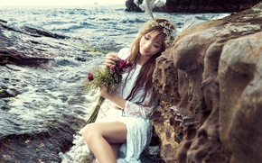 Picture sea, girl, flowers, mood, roses, bouquet, wreath
