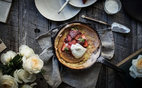 Picture roses, cream, strawberries, pie