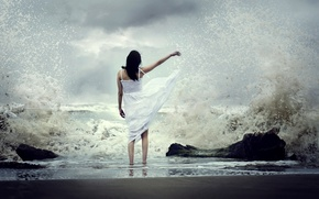 Picture sea, wave, girl
