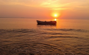 Picture sea, the sun, boat, haze