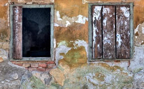 Picture windows, yellow, old