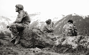 Picture soldiers, the old man, American, Afghanistan