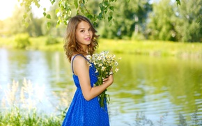 Wallpaper summer, blue, chamomile, bokeh, trees, smile, brown hair, nature, bouquet, dress, river, branches, girl, greens, ...