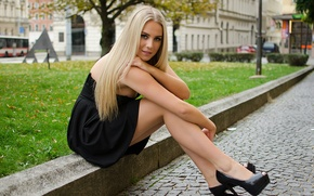 Picture look, girl, the city, street, feet, beauty, blonde, beauty, the curb