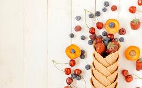 Picture berries, raspberry, blueberries, strawberry, horn, fresh, cherry, wafer, berries