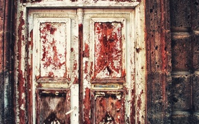 Picture colors, red, white, door, peeling paint