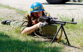 Picture soldiers, blue, pearls, at the firing position, The control panel, blue helmet, machine gun, The ...