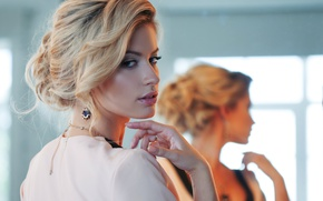 Picture look, makeup, hair style