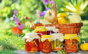Picture grass, flowers, basket, oil, jars, pumpkin, tomatoes, carrots, pot, bottle, appetizing, pickles, pickles, Lecho