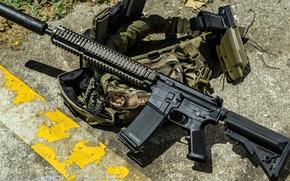 Picture gun, rifle, unloading, stores, vest, 5.56 mm, rifleworks, Special Operations Peculiar MODification, NOVESKE, GLOCK, SOPMOD