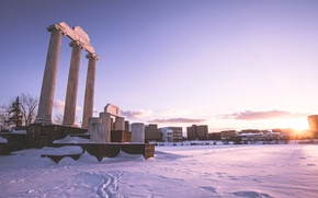 Picture the sky, snow, the city, the ruins, column