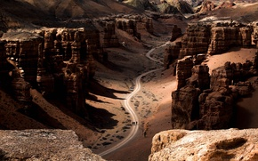 Picture road, mountains, canyon, travelers