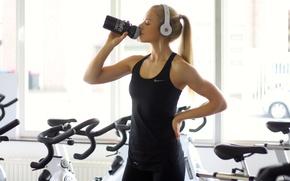 Picture gym, athlete, rehydration, Maren schiller