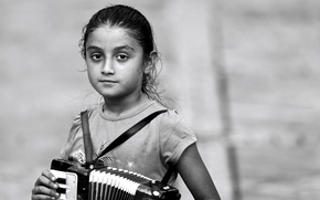 Picture girl, accordion