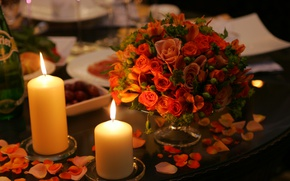 Picture roses, bouquet, candles, serving