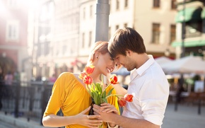 Wallpaper girl, joy, flowers, the city, bouquet, post, pair, tulips, red, guy, smile