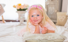 Picture girl, look, mood, bubbles, blue eyes, smile, pillow