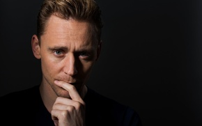 Picture portrait, photographer, actor, black background, Tom Hiddleston, Tom Hiddleston, Los Angeles Times, Marcus Yam