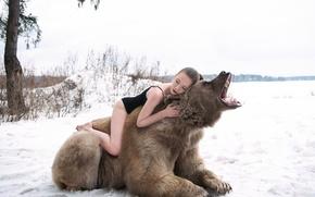 Picture winter, forest, girl, bear, roar