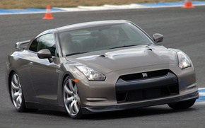 Picture silver, track, R35, Nisssan GTR