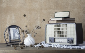 Picture books, radio, receiver