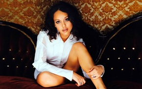 Picture Jessica Alba, actress, white shirt, sitting on the couch