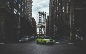 Picture bridge, people, street, New York, Brooklyn, taxi, cars, bikes, United States, lampposts