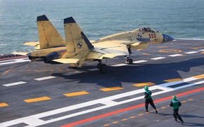Picture landing, Shenyang Aircraft Corporation, carrier-based fighter Shenyang J-15, created on the basis of the Soviet …