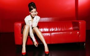 Picture sofa, singer, Rihanna