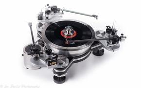 Picture music, vinyl, white background, VPI Industries Avenger turntable