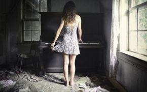Picture girl, music, piano